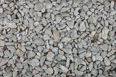 Små stenar på en jordning med sand för bakgrund, design Arkivbilder