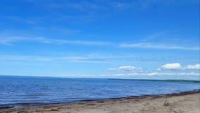 Små vågor på härlig sandstrandkust Dag Sunny Vacation Shoreline Beach Destination i sommar arkivfilmer