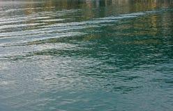 Små vågor som orsakas av vinden i hamnen av Formia Italien Fotografering för Bildbyråer