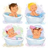 Småbarn tar ett bad vektor illustrationer