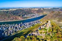 Småstad Thurant, en förstörd slott på den Moselle floden i Tyskland arkivfoto