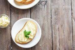 Smör och bröd arkivfoton