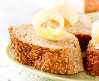 Smör på ett bröd Royaltyfri Foto