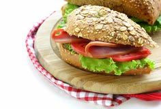 Smörgås av wholemealbröd med skinka Arkivfoto