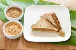 Smörgås för Banan-mango jordnötsmör Arkivbilder