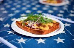 Smörgås för gatamatfisk royaltyfri fotografi