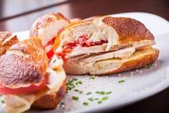 Smörgås för Turkiet bröst på plattan Royaltyfri Foto