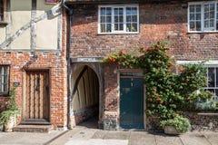 SMÖRGÅS KENT/UK - SEPTEMBER 29: Sikt av en stuga och Holen Royaltyfri Bild