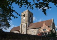 SMÖRGÅS KENT/UK - SEPTEMBER 29: Sikt av Sts Peter kyrka in Arkivfoto