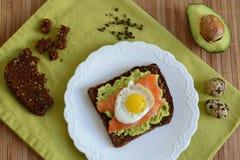 Smörgås med avokadot Royaltyfria Bilder