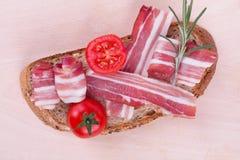 Smörgås med bacon arkivbilder