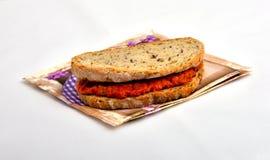 Smörgås med chutney som är ajvar Arkivbild