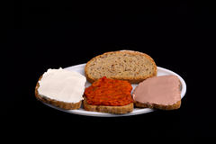 Smörgås med chutney som är ajvar Arkivfoton