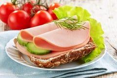 Smörgås med korvskivor Royaltyfria Foton