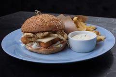 Smörgås med ost och höna Arkivfoton