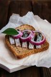 Smörgås med sillen Arkivbild