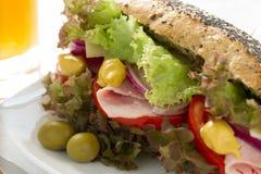 Smörgås med skinka och grönsaker Royaltyfria Foton