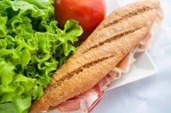 Smörgås med skinkabocadillo Arkivfoton