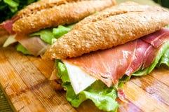 Smörgås med skinkabocadillo Arkivbild