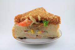 Smörgås med smörgåsen som stekas på maträtten Arkivfoto