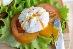 Smörgås med tjuvjagade ägg Royaltyfria Foton