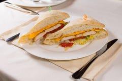 Smörgås som tjänas som på fyrkantig Ciabatta rulle Royaltyfri Foto