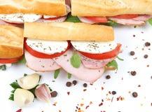 Smörgåsar med den tomatskinka och mozzarellaen Arkivbilder
