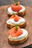 Smörgåsar med laxen Royaltyfri Fotografi