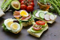 Smörgåsar med olika fyllningar Arkivbilder