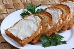 Smörgåsar med ostspread Royaltyfri Bild