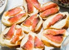 Smörgåsar med smör och röd fisknärbild Royaltyfri Foto