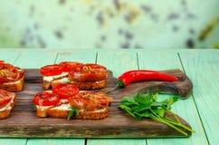 Smörgåsar med stekte tomater Arkivfoto