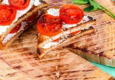 Smörgåsar med stekte tomater Arkivbild