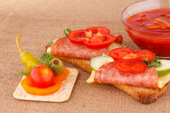 Smörgåsar och sås Arkivfoton