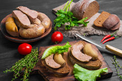 Smörgåsar panerar med den hemlagade korven Royaltyfria Foton