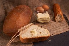 smörgåsbegrepp av det teasty hem- matslutet upp på tabellen arkivbilder