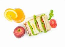Smörgåsuppsättning med äpplet och orange fruktsaft Fotografering för Bildbyråer