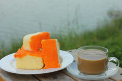 Smörtårta och hoat kaffe Royaltyfria Bilder