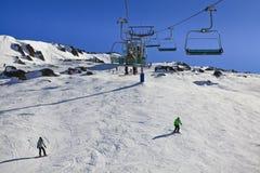 SM de hoogste Skiërs van de Lift van de Stoel Stock Fotografie