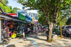 Små kaféer och shoppar på det thailändskt Royaltyfri Fotografi