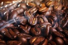 smażąca fasoli kawa Zdjęcia Stock