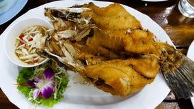 Smażąca ryba na drewno stole Obraz Stock