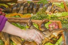 Smażąca ryba na półmisku zdjęcia royalty free