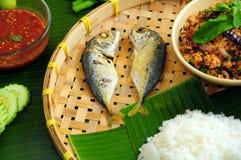Smażąca ryba Z Krewetkowym pasty Chili upadem Obraz Stock