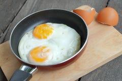 Smażący bliźniaczy jajka z niecką Zdjęcie Royalty Free