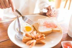 Smażący chleb, kiełbasa Obraz Royalty Free