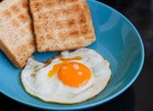 smażący chlebowy jajko Obrazy Royalty Free