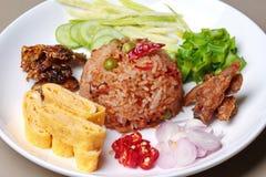 Smażący jaśminowi ryż z krewetkową pastą dzwonią Kao Klok Kapi Zdjęcia Stock