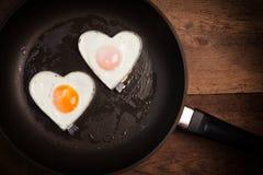 Smażący jajeczny miłości serce Fotografia Royalty Free