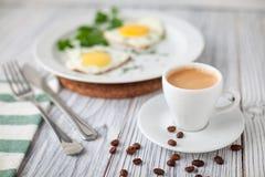 Smażący jajka coffe Fotografia Royalty Free